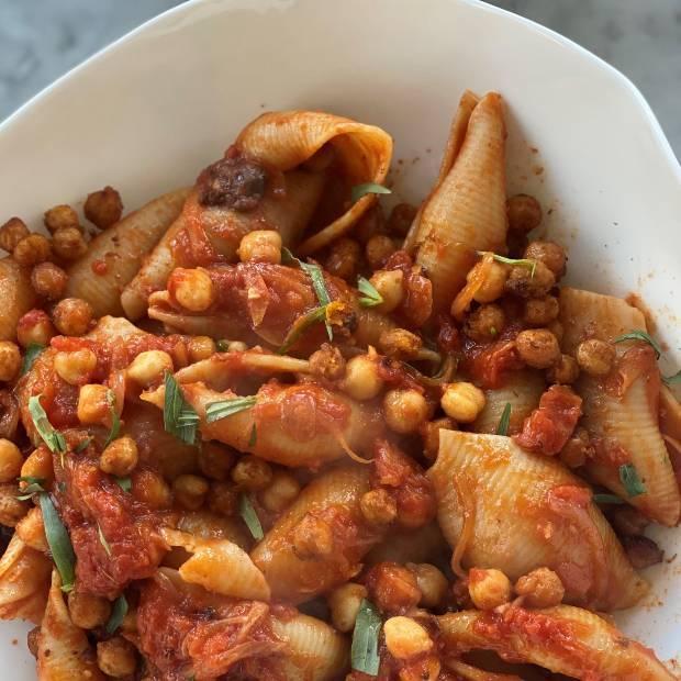 Conchiglioni aux pois chiches et olives noires