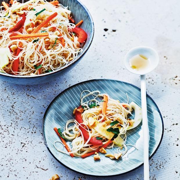 Salade de vermicelles aux légumes et citronnelle