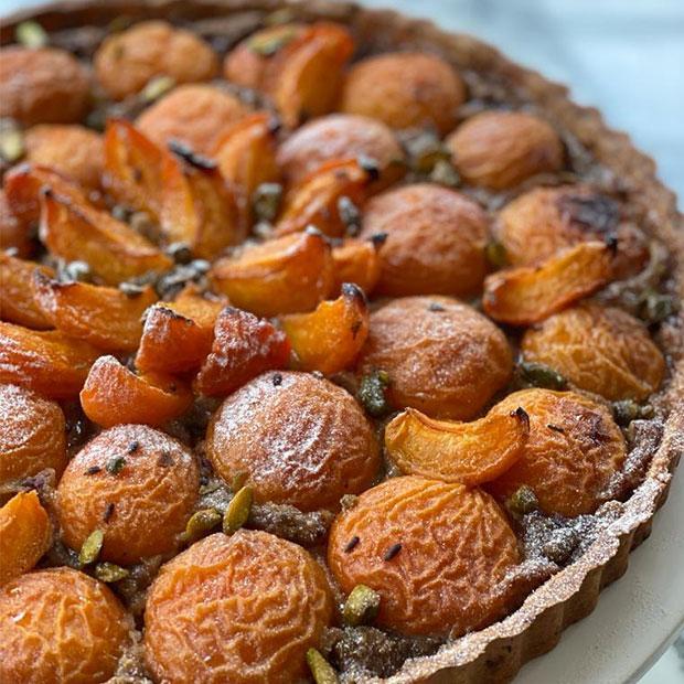 Tarte aux abricots, pistaches et fleur de lavande