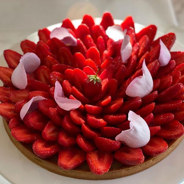 Tarte aux fraises, amandes et gelée de coing