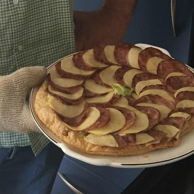 Feuilleté d'andouille et pommes à la crème de camembert de Bernard