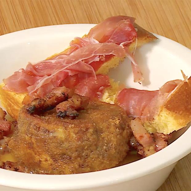 Meurette de chèvre, mouillettes de brioche au jambon et confit d'échalotes de Laure Fourgeaud