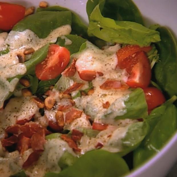 Salade d'épinards tomates et fondue de gorgonzola