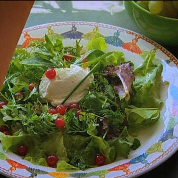 Salade d'herbes aux petits chèvres battus