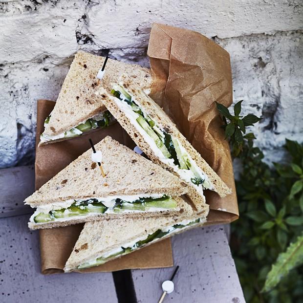 Sandwich au concombre et à la ricotta