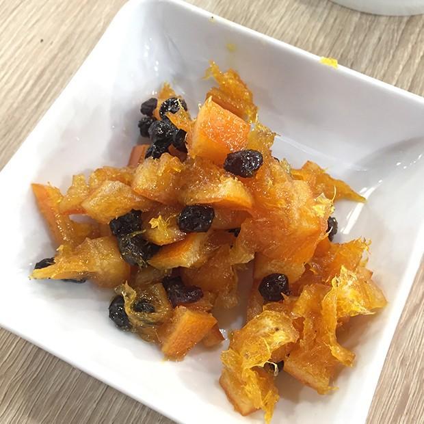 Oranges confites à la cannelle et aux raisins secs de Julie