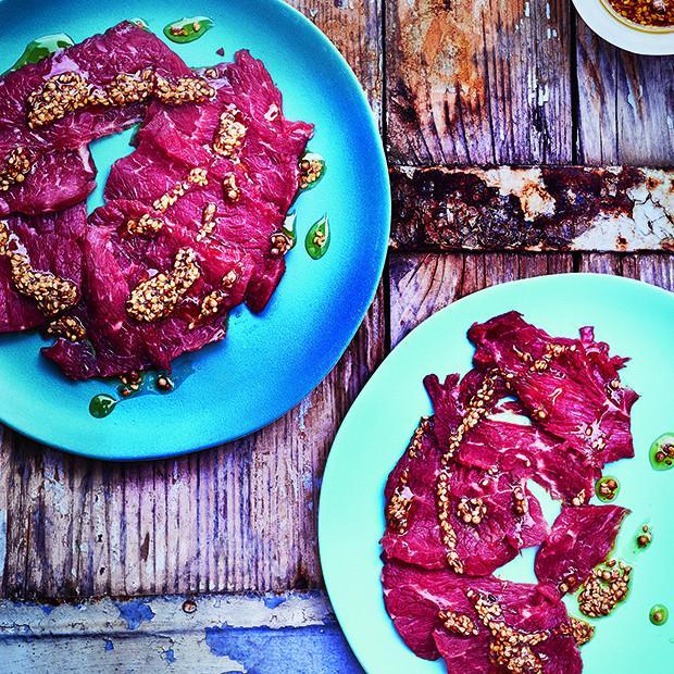 Carpaccio de bœuf aux graines brûlantes