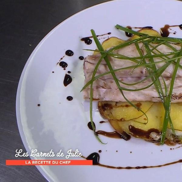 Bar en croûte d'argile et pommes de terre rôties au lard de Thierry Marx