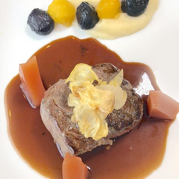 Bison d'Auvergne, mousseline de céleri, billes de carottes et gelée de coing de Marlène Chaussemy