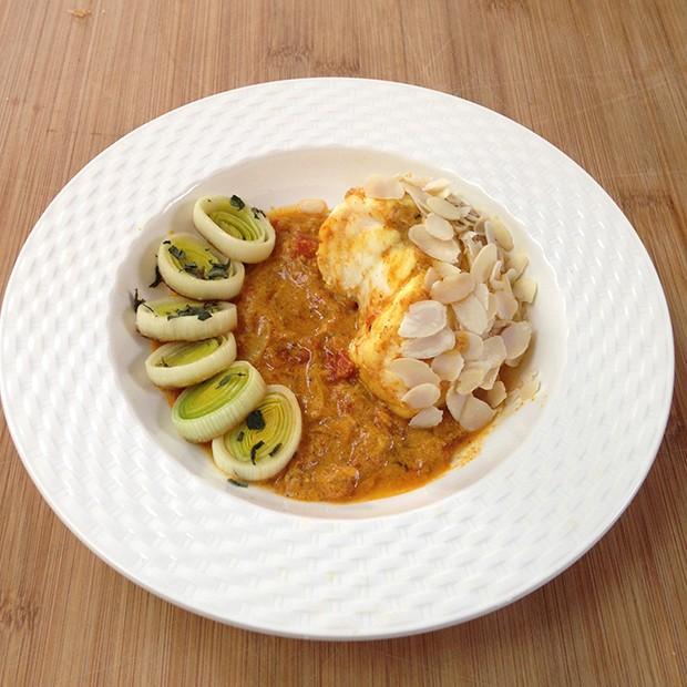 Curry de lotte aux poireaux et aux amandes