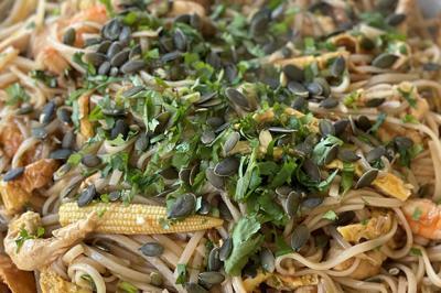 Pad thaï au poulet et aux crevettes