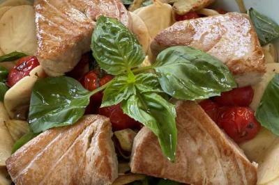 Pâtes aux deux tomates, thon frais et fenouil