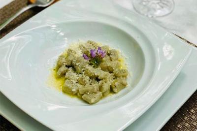 Gnocchis aux olives noires et beurre de sauge de Marie-Chantal