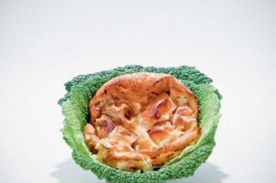 Clafoutis aux pommes en feuilles de chou