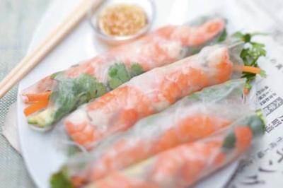 Rouleaux de printemps aux crevettes et à la mangue verte