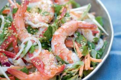 Salade de légumes croquants aux crevettes et lait de coco