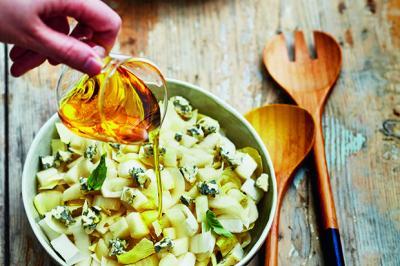 Salade d'endives, poires et fourme d'Ambert
