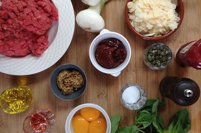 Tartare de bœuf au parmesan et au basilic
