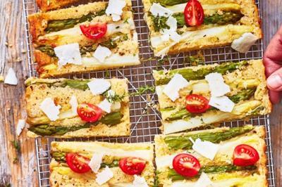 Tatin d'asperges aux amandes et parmesan