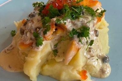 Haddock, pommes de terre écrasées et sauce aux câpres