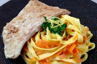 Piccata de veau au citron et tagliatelles aux carottes