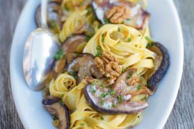 Tagliatelle aux cèpes, noix et olives lucques